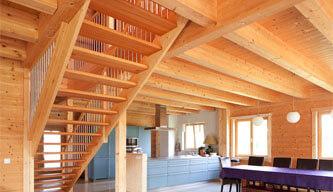 Holzdecke & Treppe
